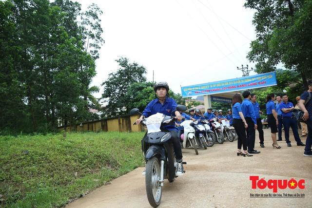 Kỳ thi THPT Quốc gia 2019: Những chuyến xe áo xanh làm ấm lòng sĩ tử - Ảnh 4.