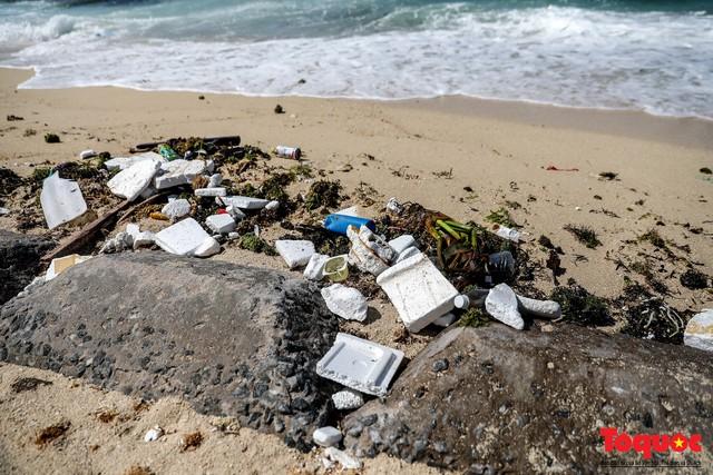 Bờ biển Lý Sơn vẫn ngập rác thải sau nhiều năm nỗ lực xử lý - Ảnh 12.