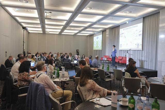 Vinamilk là đại diện duy nhất của châu Á trình bày về xu hướng organic tại Hội nghị sữa toàn cầu 2019 tại Bồ Đào Nha - Ảnh 2.