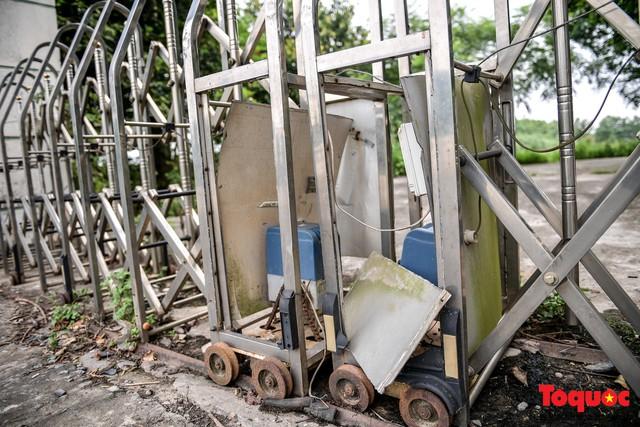 Khung cảnh hoang tàn của bệnh viện 1000 giường bị bỏ hoang ở Hà Nội - Ảnh 4.