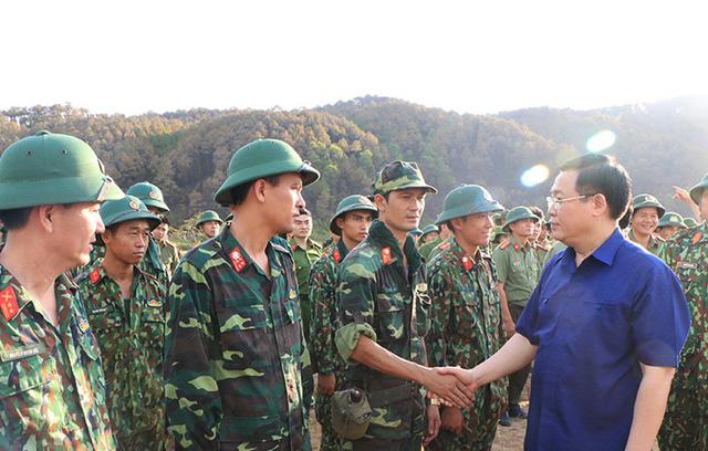 Phó Thủ tướng Vương Đình Huệ thị sát, chỉ đạo chữa cháy rừng Hà Tĩnh  - Ảnh 3.
