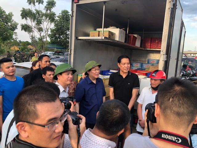 Phó Thủ tướng Vương Đình Huệ thị sát, chỉ đạo chữa cháy rừng Hà Tĩnh  - Ảnh 2.