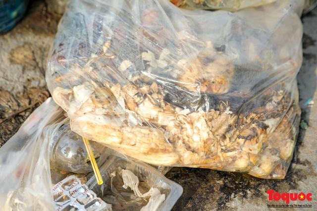 Hà Nội: Sau 2 năm khánh thành, rác vây phố Trịnh Văn Bô, níu chân người đi đường - Ảnh 4.
