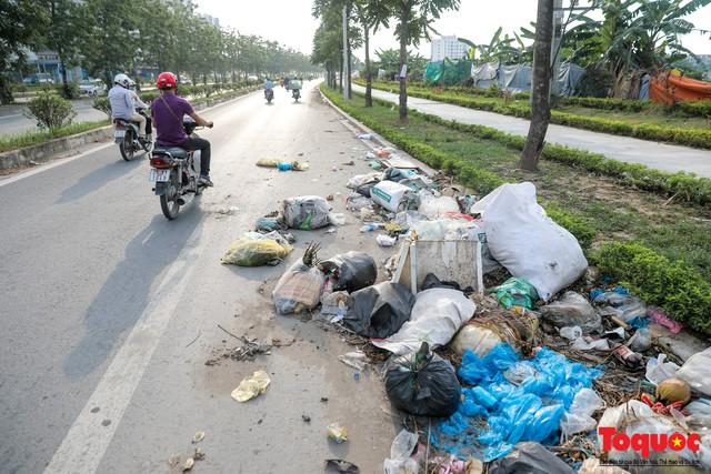 Hà Nội: Sau 2 năm khánh thành, rác vây phố Trịnh Văn Bô, níu chân người đi đường - Ảnh 5.