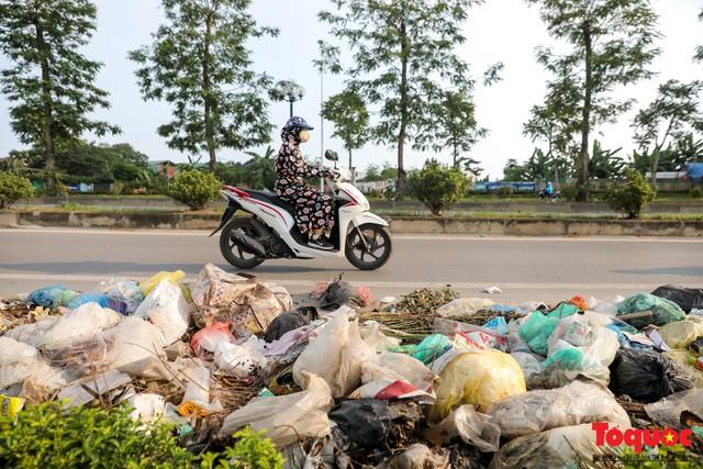 Hà Nội: Sau 2 năm khánh thành, rác vây phố Trịnh Văn Bô, níu chân người đi đường - Ảnh 6.
