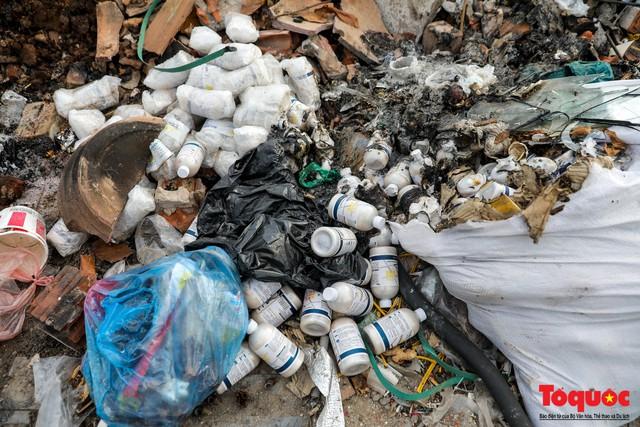 Hà Nội: Sau 2 năm khánh thành, rác vây phố Trịnh Văn Bô, níu chân người đi đường - Ảnh 10.