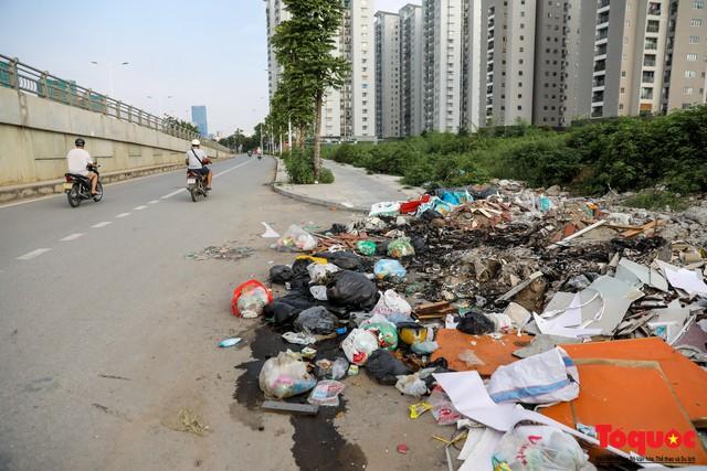 Hà Nội: Sau 2 năm khánh thành, rác vây phố Trịnh Văn Bô, níu chân người đi đường - Ảnh 12.