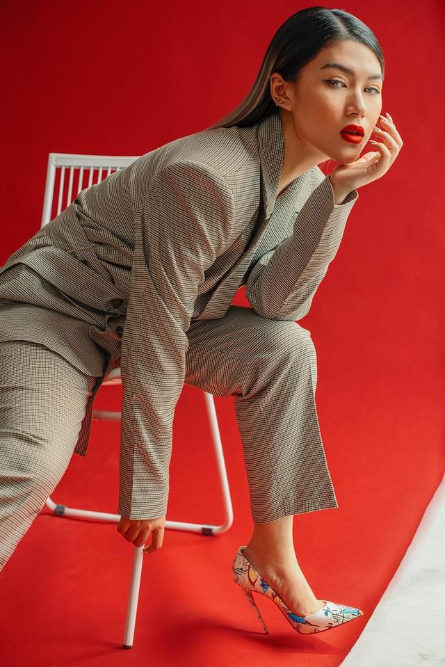 Ngọc Thanh Tâm khoe vẻ sành điệu, cá tính với loạt trang phục sắc màu - Ảnh 1.