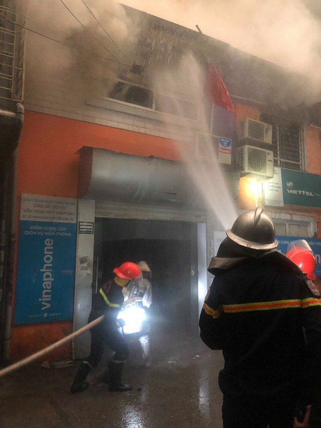 Hà Nội: Cháy nhà trong cơn mưa lớn - Ảnh 1.
