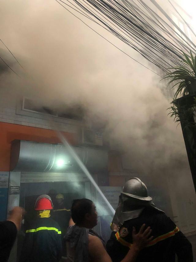 Hà Nội: Cháy nhà trong cơn mưa lớn - Ảnh 3.