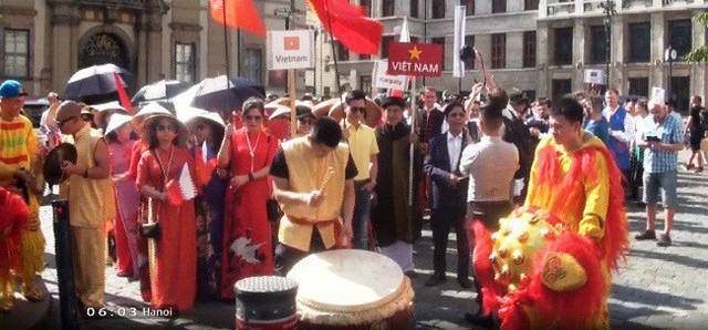 Bản sắc văn hóa Việt tại Liên hoan các dân tộc thiểu số Praha - Ảnh 1.