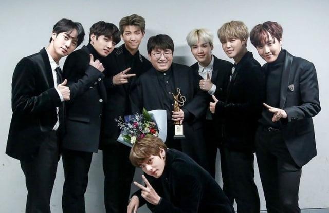 7 chàng trai BTS được mời chấm giải âm nhạc Grammy danh giá - Ảnh 1.