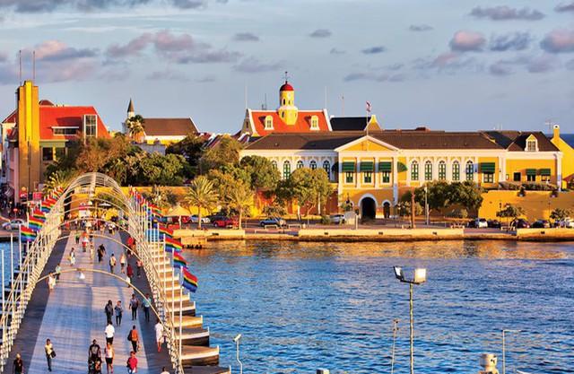 Tuyển Curacao đối đầu với đội tuyển Việt Nam tại Kings Cup có GDP cao ngất ngưởng, ẩm thực phong phú - Ảnh 1.