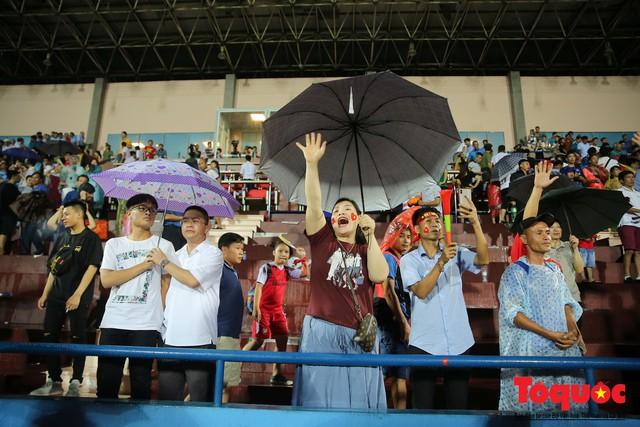 Bất chấp mưa sét gần 20 ngàn CĐV Phú Thọ cổ vũ tiếp lửa tuyển U23 Việt Nam - Ảnh 18.