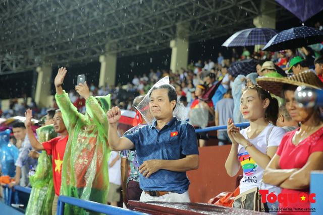 Bất chấp mưa sét gần 20 ngàn CĐV Phú Thọ cổ vũ tiếp lửa tuyển U23 Việt Nam - Ảnh 16.