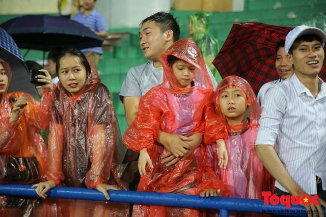 Bất chấp mưa sét gần 20 ngàn CĐV Phú Thọ cổ vũ tiếp lửa tuyển U23 Việt Nam - Ảnh 12.