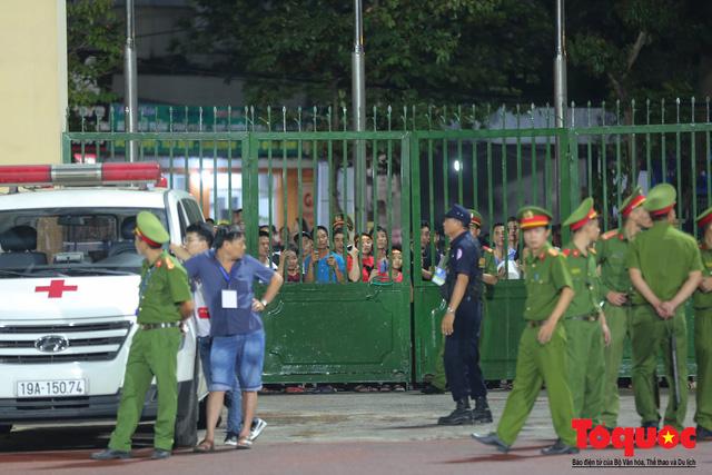 Bất chấp mưa sét gần 20 ngàn CĐV Phú Thọ cổ vũ tiếp lửa tuyển U23 Việt Nam - Ảnh 7.
