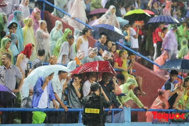 Bất chấp mưa sét gần 20 ngàn CĐV Phú Thọ cổ vũ tiếp lửa tuyển U23 Việt Nam - Ảnh 4.