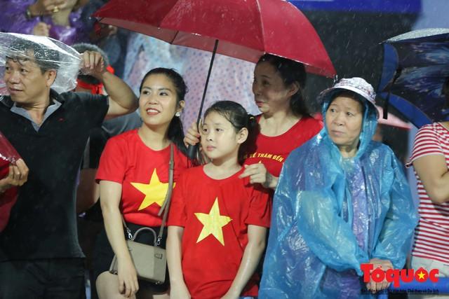 Bất chấp mưa sét gần 20 ngàn CĐV Phú Thọ cổ vũ tiếp lửa tuyển U23 Việt Nam - Ảnh 3.