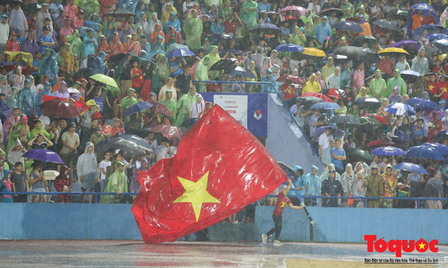 Bất chấp mưa sét gần 20 ngàn CĐV Phú Thọ cổ vũ tiếp lửa tuyển U23 Việt Nam - Ảnh 19.