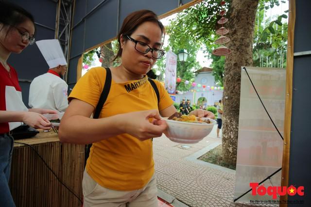 Tinh hoa ẩm thực ba miền hội tụ tại lễ hội văn hóa ẩm thực Hà Nội 2019 - Ảnh 13.