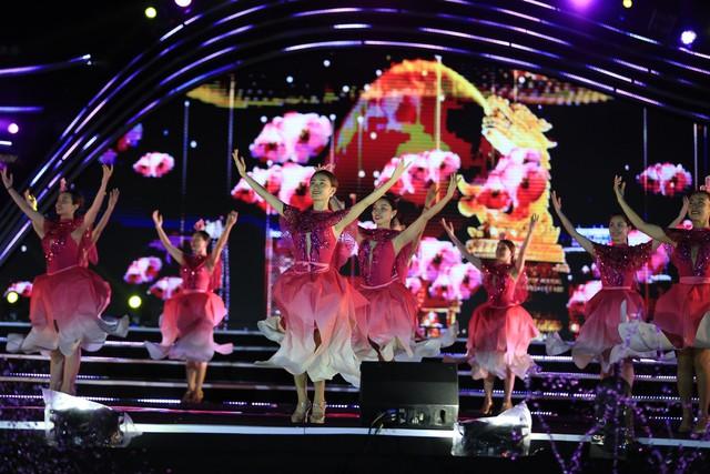 Cận cảnh buổi tổng duyệt đêm thi thứ hai Lễ hội pháo hoa quốc tế Đà Nẵng 2019 - Ảnh 3.