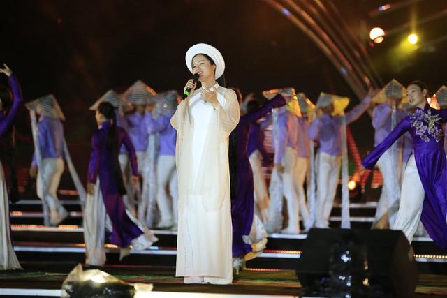 Cận cảnh buổi tổng duyệt đêm thi thứ hai Lễ hội pháo hoa quốc tế Đà Nẵng 2019 - Ảnh 1.
