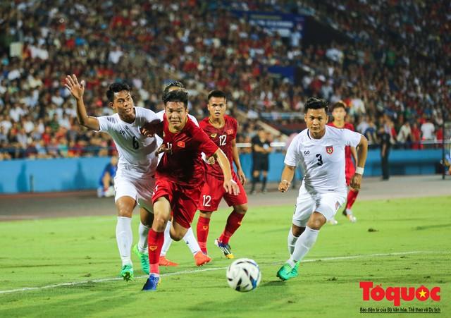 Toàn cảnh U23 Việt Nam đè bẹp U23 Myanmar trong trận thủy chiến trên đất Tổ Vua Hùng - Ảnh 5.