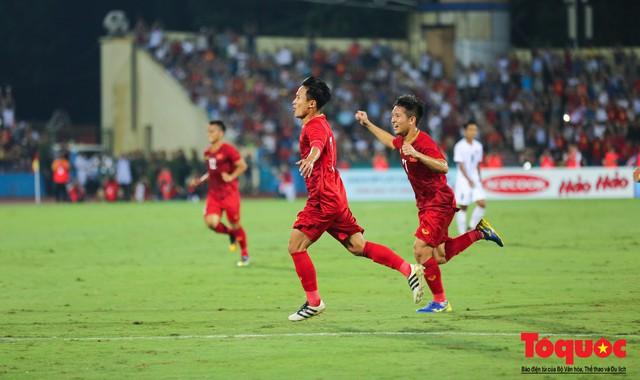 Toàn cảnh U23 Việt Nam đè bẹp U23 Myanmar trong trận thủy chiến trên đất Tổ Vua Hùng - Ảnh 7.
