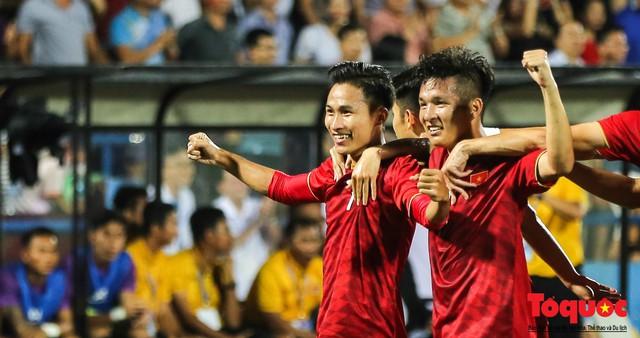 Toàn cảnh U23 Việt Nam đè bẹp U23 Myanmar trong trận thủy chiến trên đất Tổ Vua Hùng - Ảnh 9.