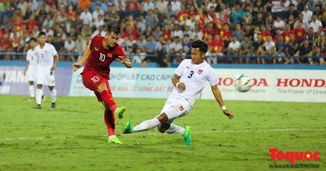 Toàn cảnh U23 Việt Nam đè bẹp U23 Myanmar trong trận thủy chiến trên đất Tổ Vua Hùng - Ảnh 16.