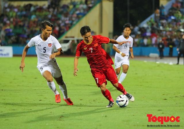 Toàn cảnh U23 Việt Nam đè bẹp U23 Myanmar trong trận thủy chiến trên đất Tổ Vua Hùng - Ảnh 18.