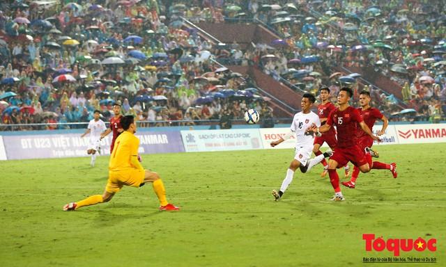 Toàn cảnh U23 Việt Nam đè bẹp U23 Myanmar trong trận thủy chiến trên đất Tổ Vua Hùng - Ảnh 20.