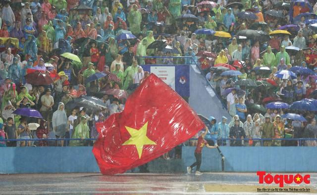 Toàn cảnh U23 Việt Nam đè bẹp U23 Myanmar trong trận thủy chiến trên đất Tổ Vua Hùng - Ảnh 15.