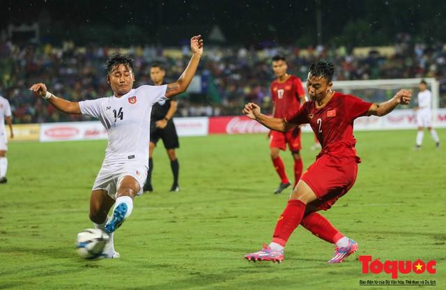 Toàn cảnh U23 Việt Nam đè bẹp U23 Myanmar trong trận thủy chiến trên đất Tổ Vua Hùng - Ảnh 6.