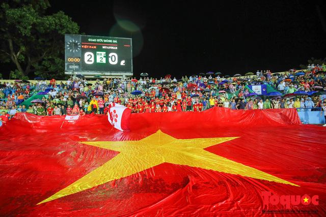 Toàn cảnh U23 Việt Nam đè bẹp U23 Myanmar trong trận thủy chiến trên đất Tổ Vua Hùng - Ảnh 21.