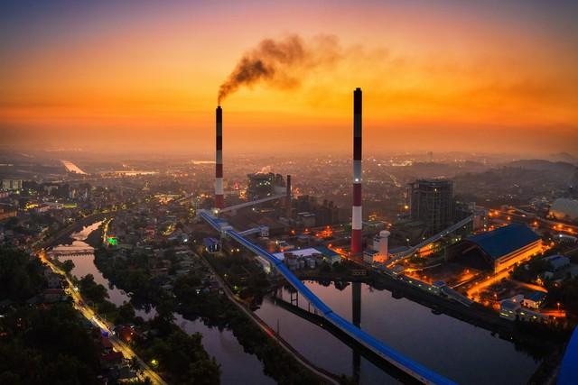 Những bức ảnh ám ảnh về ô nhiễm không khí trưng bày tại các trường đại học ở TP.HCM - Ảnh 1.