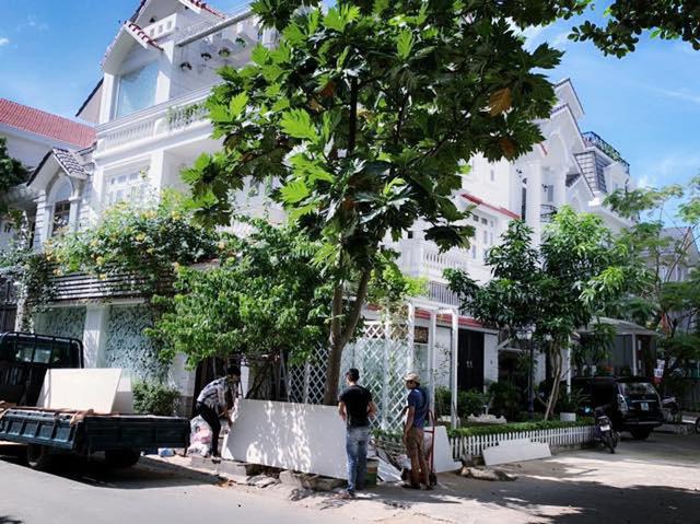 Căn biệt thự ngập tràn hoa và cây ăn quả của nữ ca sĩ Vy Oanh - Ảnh 3.