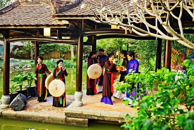 Sắc màu di sản văn hóa hội tụ tại thành phố biển Nha Trang - Ảnh 1.