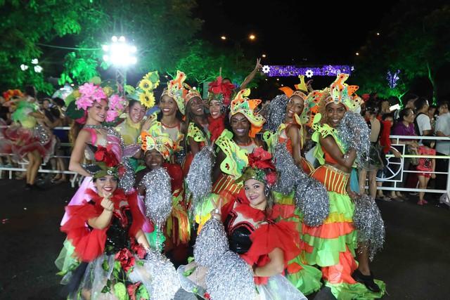 Màn múa lửa trong đêm 30/6 khiến khán giả Lễ hội carnival đường phố – DIFF 2019 vô cùng thích thú - Ảnh 5.