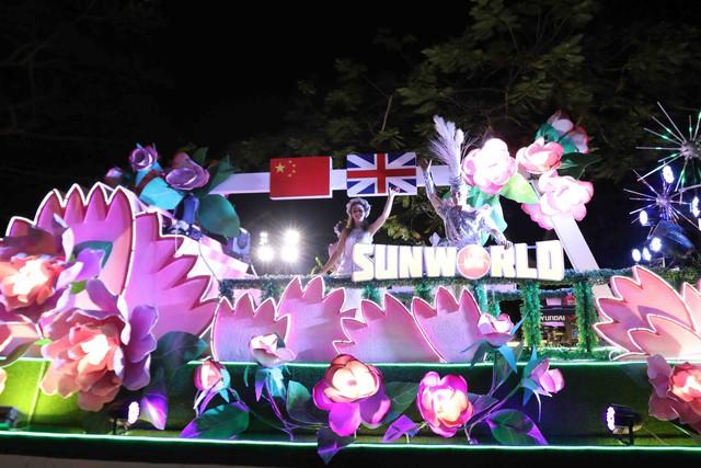 Màn múa lửa trong đêm 30/6 khiến khán giả Lễ hội carnival đường phố – DIFF 2019 vô cùng thích thú - Ảnh 1.