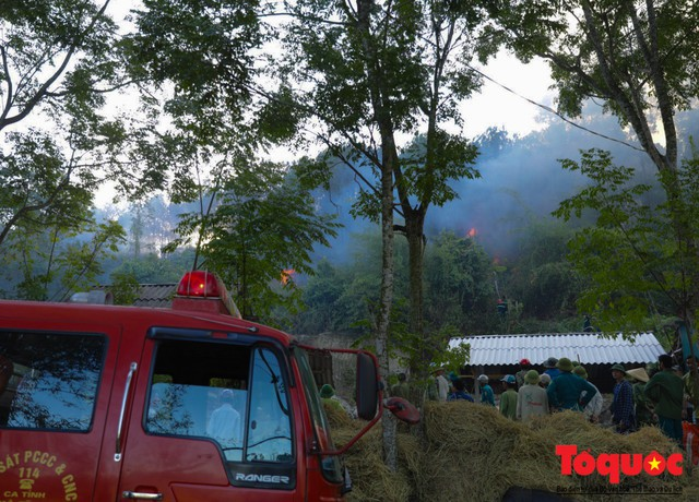 Vụ cháy rừng nghiêm trọng tại Hà Tĩnh: Đám cháy đã được khống chế hoàn toàn - Ảnh 4.