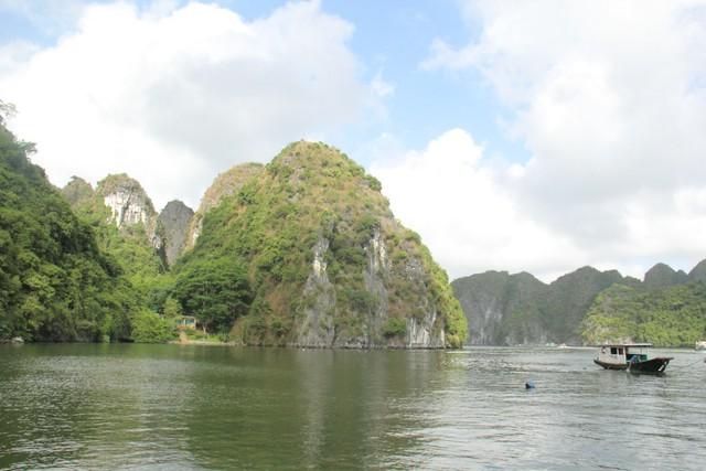 Làng Việt Hải: Chốn dừng chân thú vị trong hành trình khám phá di sản Hạ Long - Ảnh 1.