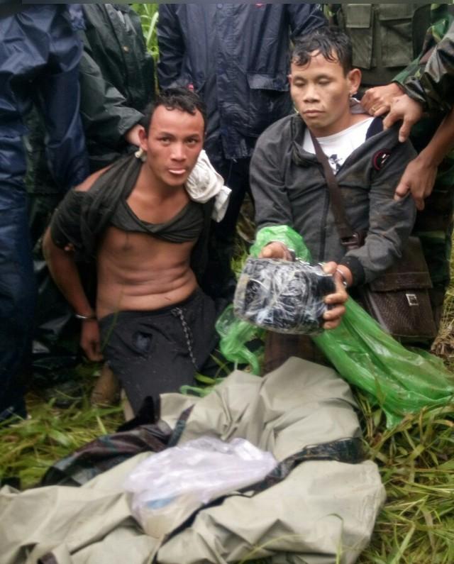 Hai đối tượng người Lào buôn ma túy đá bị bắt ở biên giới - Ảnh 2.