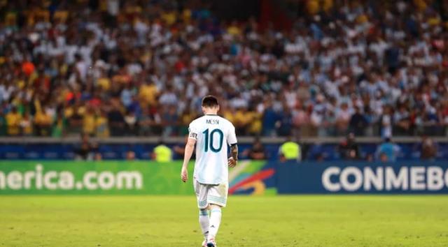 Thống kê bất ngờ chỉ ra vai trò bị bông hứng lỗi của Messi cho tuyển Argentina - Ảnh 1.