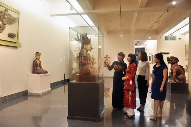 Hợp tác trưng bày giữa Bảo tàng Mỹ thuật Việt Nam và Bảo tàng Mỹ thuật Huế - Ảnh 2.
