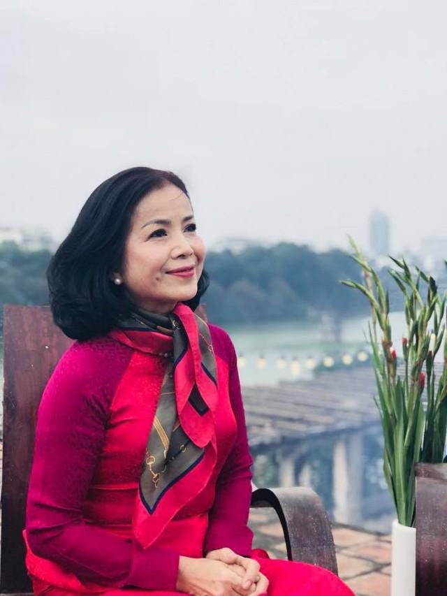 Vẻ đẹp sang trọng quý phái của mẹ diễn viên Hồng Đăng - Ảnh 3.