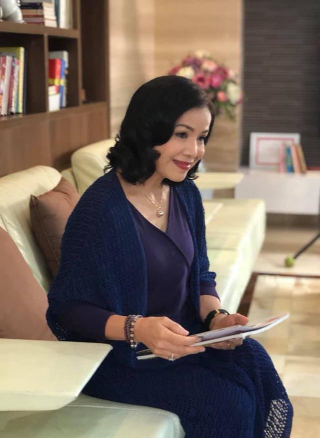Vẻ đẹp sang trọng quý phái của mẹ diễn viên Hồng Đăng - Ảnh 5.