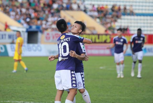 Bán kết Cup Quốc gia 2019: Hà Nội FC, B.Bình Dương đứng trước cơ hội giáp mặt trên cả ba đấu trường - Ảnh 1.