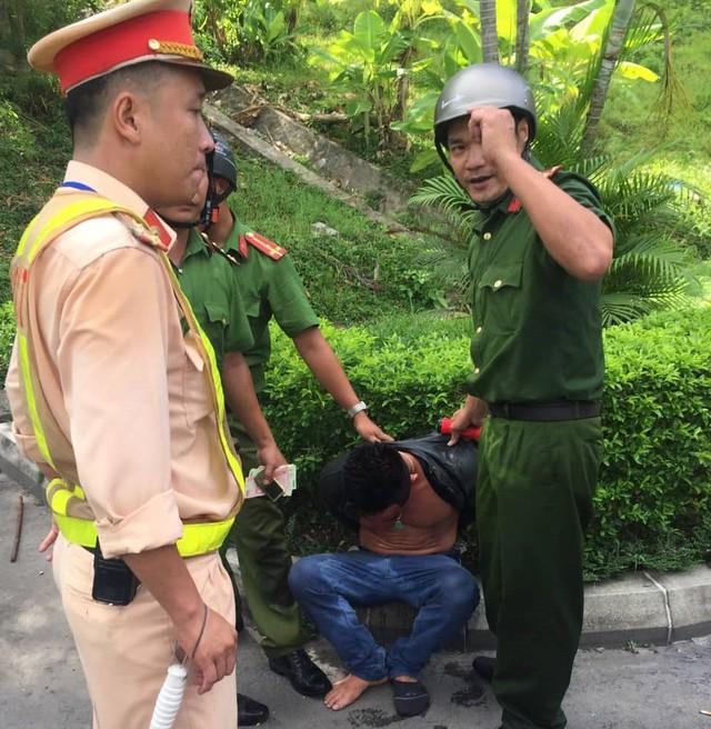 Bắt đối tượng nghi ngáo đá gây tai nạn liên hoàn trong Hầm Hải Vân - Ảnh 2.